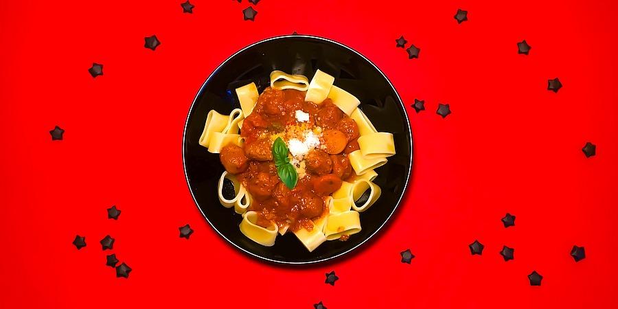 A Month of Pasta: Calamarata mit Hackbällchen in scharfer Marinara