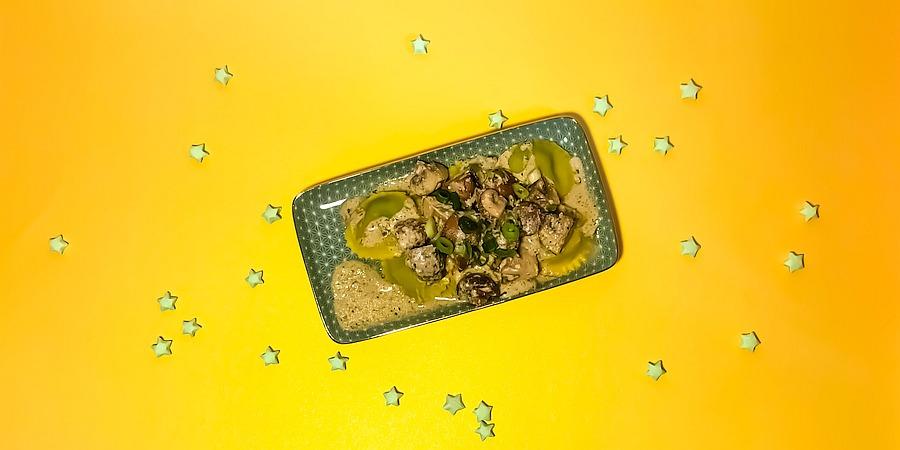 A Month of Pasta: Ricottaravioli mit Champignon-Soße