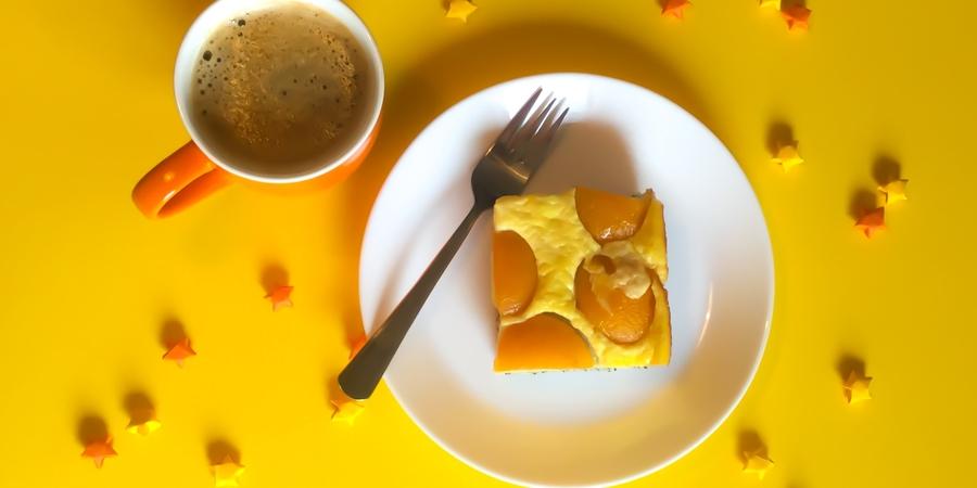 A bis Z Backchallenge Woche 22: V wie Vanille-Eierlikör-Pudding-Kuchen mit Aprikosen